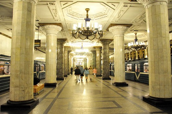 The-most-impressive-underground-railway-stations-in-Europe-3